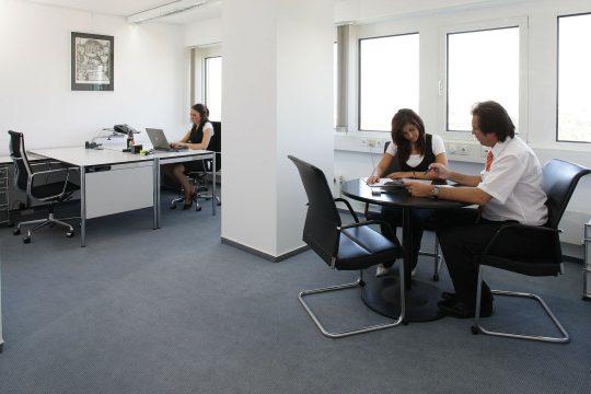 office-170639_1920